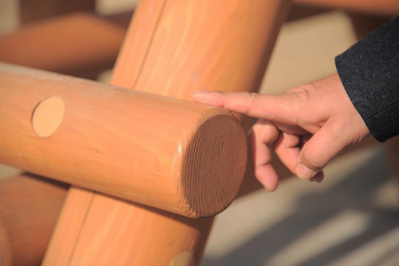木の中心から外側にある芯去り材。子どもの怪我を防ぐ細かな工夫
