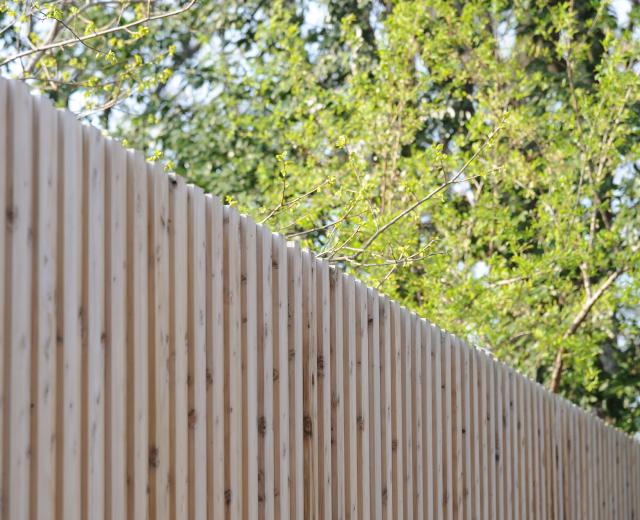 間伐材に再び価値を与える、シンプルで奥の深いパネル化の知恵