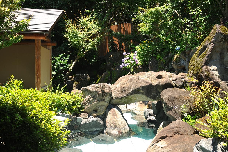 人気の露天風呂「湯幻逍遥」。男女日替わりで利用できます。